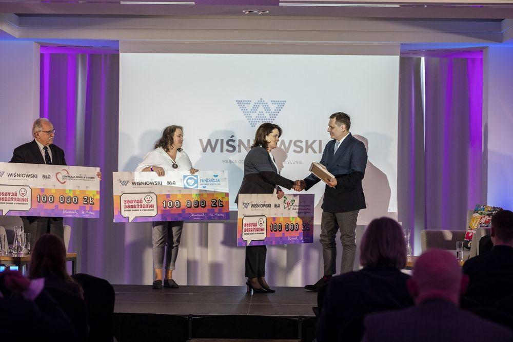 """190614wisn3 - """"Firma zaangażowana społecznie"""" 2018 - WIŚNIOWSKI otrzymuje główną nagrodę dziennikarzy"""