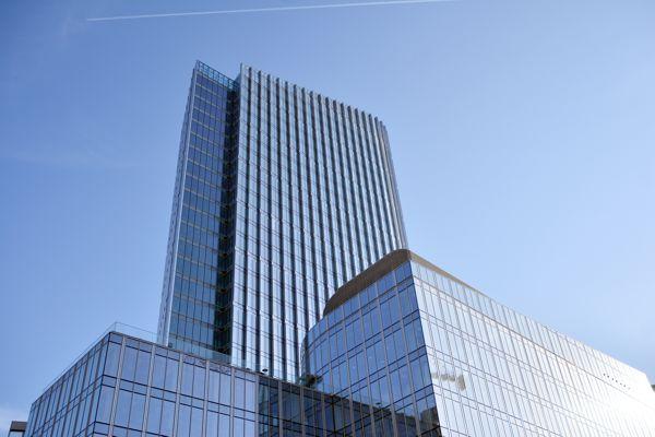 Mennica Legacy Tower z fasadą Aluprof - raport z placu budowy