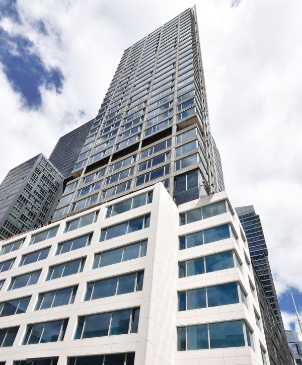 Mniej znaczy więcej - apartamentowiec 611 West 56th Street w systemach ALUPROF
